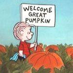 O Grande Abóbora - todos os anos, no Halloween, Linus se senta no meio do campo para esperar pelo Grande Abóbora. Porém, infelizmente, o garoto nunca conseguiu vê-lo.