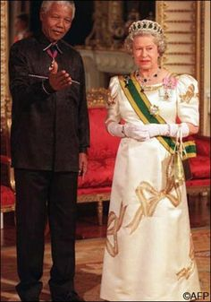 South African President Nelson Mandela stands with Elizabeth II, the Queen of England, in the Music Room of Buckingham Palace 09 July on his...