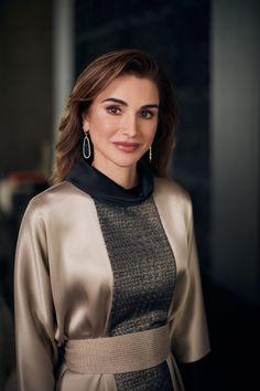 Royal Fashion, Girl Fashion, Fashion Ideas, Jordan Royal Family, Parisian Chic Style, Royal Clothing, Queen Rania, Lady Diana Spencer, Portraits