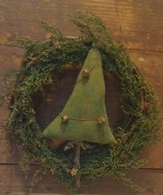 New Natural Christmas Tree Wreaths Ideas Natural Christmas Tree, Country Christmas, Simple Christmas, Winter Christmas, Handmade Christmas, Vintage Christmas, Xmas, Primitive Christmas Decorating, Primitive Christmas Tree