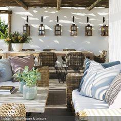 Mit gemütlichen Outdoor-Rattanmöbeln wird die Terrasse zur privaten Wohfühloase. Die Pergola streut das Sonnenlicht und bietet angenehmen Schatten. Sobald es…