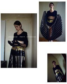 Top: Y/PROJECT Gloves: MAISON MARGIELA Skirt : PROENZA SCHOULER