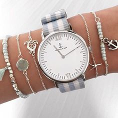 Bracelets et montre Cute Watches, Stylish Watches, Ring Verlobung, Beautiful Watches, Cute Jewelry, Fashion Watches, Women's Accessories, Jewelry Watches, Bling