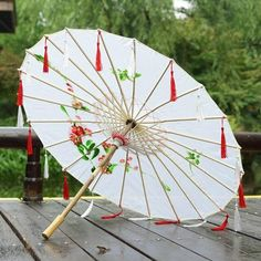 Cute Umbrellas, Umbrellas Parasols, Chinese Dragon Art, Chinese Ornament, Umbrella Decorations, Bow Choker, Very Funny Pictures, Wings Design, Kawaii Accessories