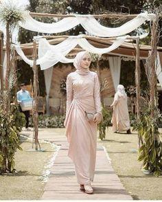 25 New Ideas For Dress Hijab Party Fashion Hijab Outfit, Hijab Prom Dress, Dress Brukat, Hijab Gown, Dress Flower, Muslimah Wedding Dress, Hijab Style Dress, Kebaya Dress, Dress Pesta