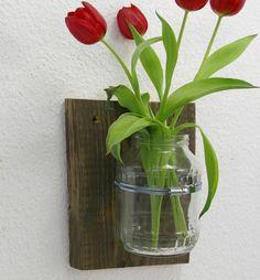 Wand vase mit Tulpen,diy,Schelle,selbermachen, Weiteres unter www.recyclingkunst.wordpress.com