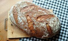 Kváskový chléb ze špaldové mouky se semínky