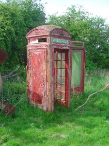 old red phone box Hello? Antique Phone, Telephone Booth, Post Box, Town And Country, Vintage Country, Planet Earth, Abandoned Places, Red Roses, Beautiful Places