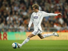 ~ David Beckham on Real Madrid ~ Madrid Football Club, Real Madrid Soccer, Real Madrid Players, Hot Rugby Players, Best Football Players, David Beckham Wallpaper, David Beckham Football, Equipe Real Madrid, David Beckham Style