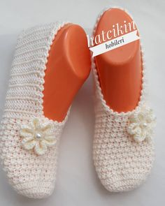 Best 12 How to make a woman easy to weave How to make a woman easy to weave greetings to all of you – SkillOfKing. Crochet Men, Crochet Boots, Filet Crochet, Crochet Clothes, Crochet Baby, Knit Slippers Free Pattern, Crochet Slipper Pattern, Knitted Slippers, Crochet Patterns