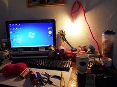 TUTORIAL LAMPARA TRICOTIN por Perse se encuentra bajo una Licencia Creative Commons Atribución-CompartirIgual 3.0 Unported. Basada en una obra en http://perseamigurumi.blogspot.com/2013/09/tutorial-lampara-de-tricotin.html