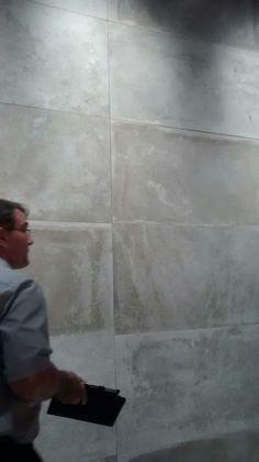 Porcelanato imitando cimento