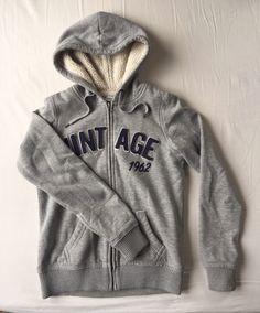 """Sweat """"vintage"""" Pimkie Pimkie ! Taille 36 / 8 / S  à seulement 8.00 €. Par ici : http://www.vinted.fr/mode-femmes/sweats/42560330-sweat-vintage-pimkie."""