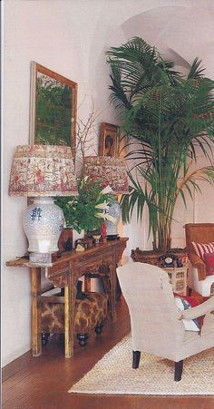 Asian console, chinoiserie lamps with shades