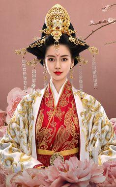 General and I 《孤芳不自赏》 - Angelababy, Wallace Chung, Sun Yizhou, Gan Tingting Chinese Traditional Costume, Traditional Fashion, Traditional Outfits, Geisha, Wallace Chung, Angelababy, Wedding Costumes, Chinese Clothing, Chinese Culture