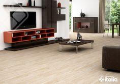 Una sala de estar acogedora es ideal para compartir en familia; nuestro producto #LuganoCrema recrea la #madera pero con los beneficios de la #cerámica. #PisosDeMadera