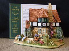 """Lilliput Lane Cottage   """"The Little Rain drop"""" (L2688)   -   Excellent condition"""