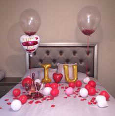 Gifts Ideas For Couples Holiday 46 Ideas Birthday Surprise Boyfriend, Boyfriend Anniversary Gifts, Diy Gifts For Boyfriend, Anniversary Surprise For Him, Romantic Anniversary, Romantic Room Surprise, Romantic Gifts, Romantic Dinners, Romantic Ideas