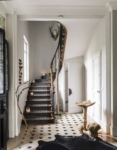 Château les Parcs Fontaines, Charming hotel in French Normandy Entry Stairs, House Stairs, Hotel In French, French Apartment, Howard Sofa, Victorian Homes, Victorian House Interiors, Living Spaces, Sweet Home