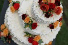 Autumn Wedding Inspirations We Love.Pastel con rosas naturales.