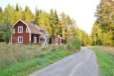 Swedish Cottage, Red Cottage, Country Living, Country Style, Country Roads, House In Nature, House In The Woods, Sweden House, Red Houses