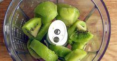 Chcete-li svému tělu pomoci a dopřát si pevné zdraví, tento recept je pro Vás jako stvořený. Tento jednoduchý koktejl podpoří váš imunitní systém a skvěle vás nakopne do náročného dne. Potraviny potřebné k výrobě tohoto skvělého nápoje máte většinou vždy doma, tak vzhůru do příprav. Honeydew, Kiwi, Fruit Salad, Smoothies, Detox, Apple, Health, Ethnic Recipes, Food