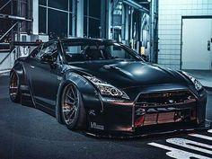 Liberty Walk Nissan GT-R