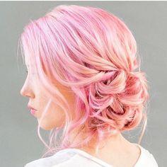 cute medium hairstyles for women 1 / http://www.meetthebestyou.com/20-cute-curly-medium-hairstyles-for-women/