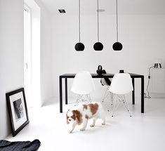 Decoração em preto e branco do escritório Norm Architects. Para Catherine, os arquitetos representam o design escandinavo atual (Foto: Jonas Bjerre-Poulsen/Divulgação)