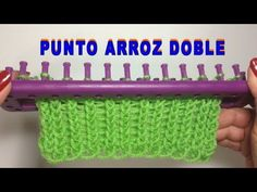 PUNTO ARROZ DOBLE TELAR RECTANGULAR // Tutorial Completo con inicio y remate del tejido - YouTube Loom Knitting Projects, Loom Knitting Patterns, Knitting Stitches, Stitch Patterns, Loom Flowers, Knitted Flowers, Loom Crochet, Crochet Videos, Learn How To Knit