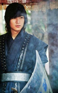 Lee Min Ho (Heirs) on Check it out! Asian Actors, Korean Actors, Korean Dramas, Lee Min Ho Faith, Kim Hee Sun, Lee Min Ho Photos, The Great Doctor, Korean Star, Korean Text