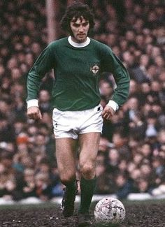 George Best Northern Ireland 1970 Best Football Players, Football Team, Match Of The Day, Rangers Fc, Sport Icon, Sports Images, Football Pictures, Vintage Football, Man United