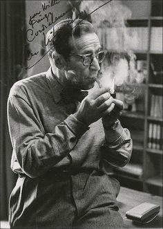 """Georges Joseph Christian Simenon 1903 v Belgii-1989 Ve Švýcarsku. Byl belgický spisovatel detektivek """"Komisař Maigret""""..."""