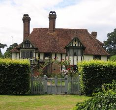 quaint cottage in the english countryside?