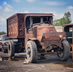 Antique Trucks, Vintage Trucks, Antique Cars, Mack Trucks, Old Trucks, Classic Trucks, Classic Cars, Industrial Interior Design, Chain Drive