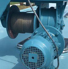 Lier van de autokraan mooi blauw.  #houseboat #houseboats #varendwoonschip #woonschip  #wonenophetwater #binnenvaart #meerval #aanboord #luxemotor #inlandshipping #sailing #blauw