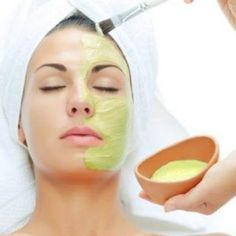 Repotting Aloe Vera Pups Dividing Aloe Vera Babies From The Parent Plant Aloe Vera For Face, Aloe Vera Skin Care, Aloe Vera Face Mask, Aloe Plant Care, Aloe Vera Uses, Collateral Beauty, Aloe Leaf, Face Wrinkles, How To Treat Acne