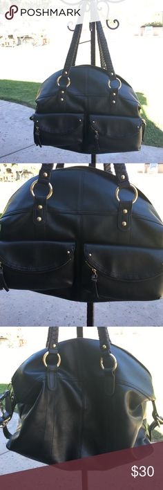 Nine West bag Used once. Great condition. Lots of pockets/storage Nine West Bags