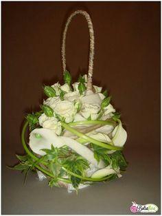 Flower purse Floral Purses, Floral Bags, Floral Wedding, Wedding Bouquets, Flower Bag, Simple Flowers, Arte Floral, Floral Fashion, Bridal Flowers