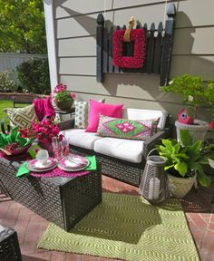 Outdoor entertaining inspiration! Hot pink and bright green make this patio look inviting and fun for an outdoor get-together!