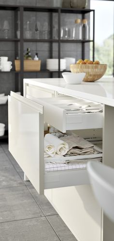IKEA Kitchen METOD Brochure Drawers could be useful but the sides on the bottom one are way too low and create lots of wasted space Old Kitchen, Kitchen Hacks, Kitchen And Bath, Kitchen Dining, Ikea Metod Kitchen, Cocinas Kitchen, Kitchen Cabinets, Kitchen Drawers, Howdens Kitchens