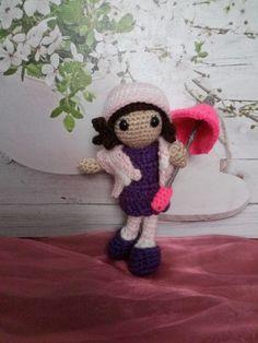 Muñeca coqueta   #handmade #crochet #ganchillo #paraguas #umbrella #otoño #amigurumi  Patrón: https://amilovesgurumi.files.wordpress.com/2014/03/engl-anleitung-herbstmc3a4dchen.pdf  https://www.facebook.com/ovilladans