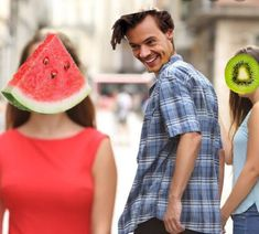 Bro, use to listen to kiwi all the time now I listen to 🍉 sugar non stop. I can relate to this meme. Harry Styles Memes, Harry Styles Pictures, One Direction Humor, One Direction Pictures, Direction Quotes, Estilo Do Harry Styles, Foto One, Harry 1d, Hair Falling Out