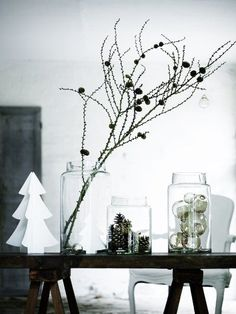 Leuke decoratie in een zwart/wit interieur #kerst #leenbakker