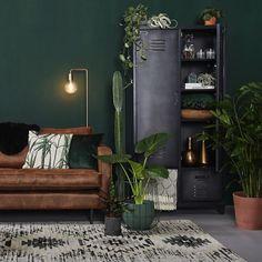 - braunes Sofa - Wohnzimmer - Tipps f. Dark Green Living Room, Dark Green Walls, Navy Walls, Living Room Carpet, Living Room Furniture, Living Room Decor, Living Rooms, Brown Furniture, Furniture Styles