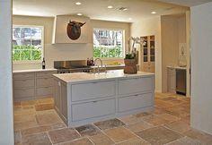 Hello Lovely – Inspiration for Interiors – Kitchen Chandelier İdeas. Kitchen Interior, Beautiful Kitchens, Kitchen Design Decor, Beautiful Kitchen Cabinets, Interior, Home, Kitchen Remodel, Kitchen Decor, Home Kitchens