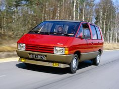 30 years of Espace, how many stories? Chrysler Voyager, Retro Cars, Vintage Cars, New Renault Clio, Peugeot, Automobile, Matra, Monospace, Car Camper