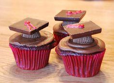 yo tambièn quiero un cupcake de graduación!