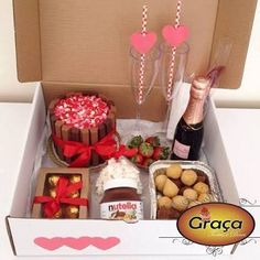 Resultado de imagem para festa na caixa Valentine Day Gifts, Holiday Gifts, Valentines, Cute Gifts, Diy Gifts, Ideas Aniversario, Gift Box Birthday, Dessert Boxes, Food To Go