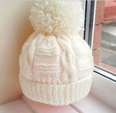 Auger And Pompom Decorated Beanie Recipe. Baby Hat Knitting Pattern, Baby Hat Patterns, Baby Hats Knitting, Knitting Socks, Knit Patterns, Hand Knitting, Knitted Baby Beanies, Knitted Hats, Crochet Hats
